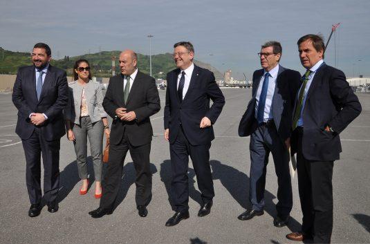 Foto de grupo en el puerto