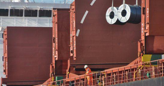 El tráfico del Puerto de Bilbao sortea los efectos de la parada técnica de Petronor y de la huelga de estiba