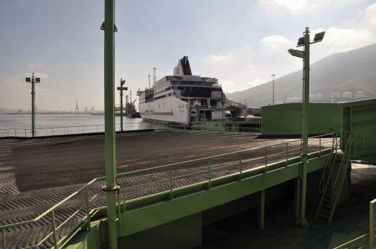 Dos de las rampas roro del puerto de Bilbao