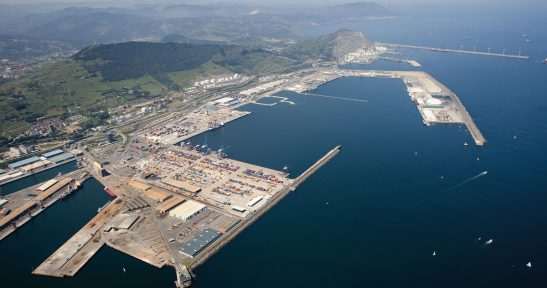 Port of Bilbao continues with guided tours for adults.