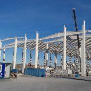 Finaliza el montaje de la estructura de la nueva planta de fabricación de torres eólicas del Puerto de Bilbao