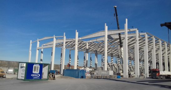 Assembly of new wind tower manufacturing plant structure in Port of Bilbao completed
