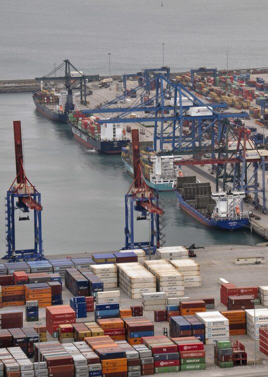 Container vessels at the terminal