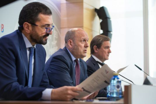 Carlos Alzaga, Asier Atutxa and Luis Gabiola