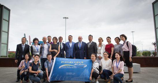 Diecisiete periodistas chinos visitan el Puerto de Bilbao al considerarlo el próximo punto de encuentro entre China y Europa Atlántica