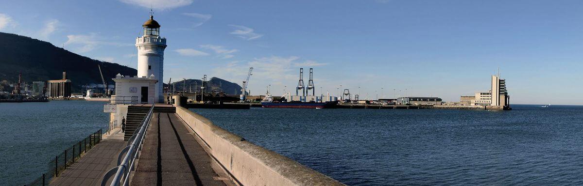Vista del puerto desde el contramuelle de Algorta