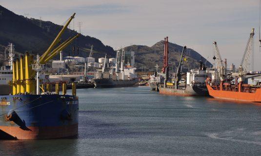 Buques en el puerto de Bilbao