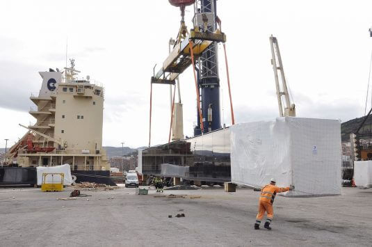 Operación de carga en el puerto de Bilbao