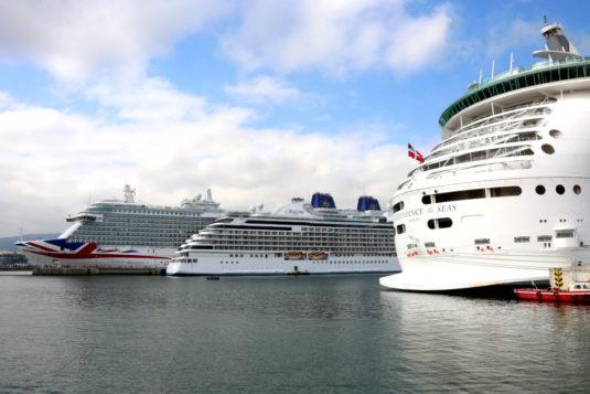 3 cruceros atracados en Olatuan, Puerto de Bilbao
