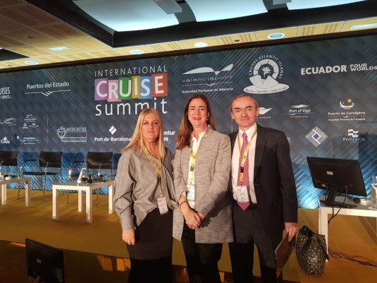En la foto (de izquierda a derecha): Virginia López Valiente, CEO Cruises News Media Group & International Cruise Summit; Gloria Frau, jefe de la unidad cruceros de la Autoridad Portuaria de Bilbao; y David Selby, Managing Director Travelyields LTD  y Director of the Conference.