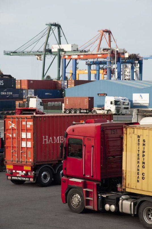 Camiones en el puerto