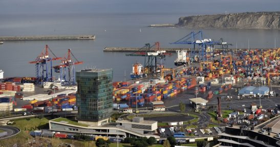 The Port of Bilbao closes the first half of the year with a moderate decline, despite the crisis caused by Covid-19