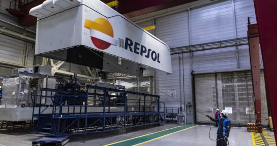 Wind turbine nacelles for the first Repsol and Ibereólica wind farm in Chile, to be shipped from the port of Bilbao