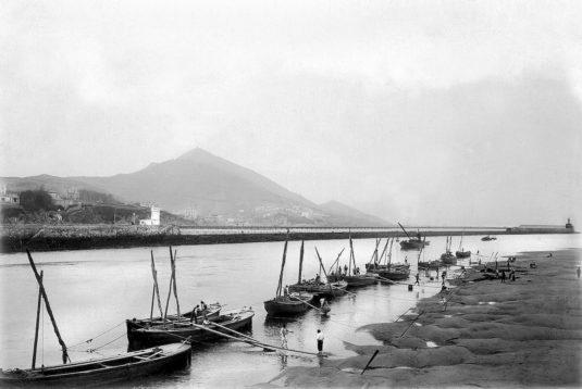 Alrededor de 1900: antigua playa en la desembocadura de la ría